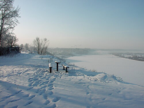 У замерзшей реки...