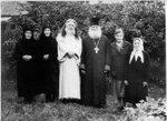 Священник Николай Молодцов (справа) в с.Верховье.