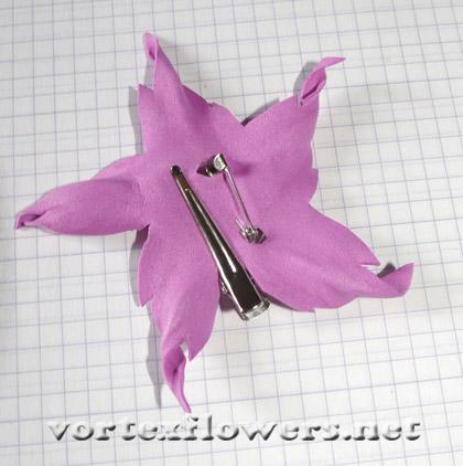 как сделать крепление для цветка из ткани
