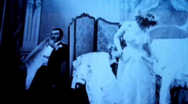 Фильм «Мария отходит ко сну» является первой картиной эротического характера. Премьера состоялась в