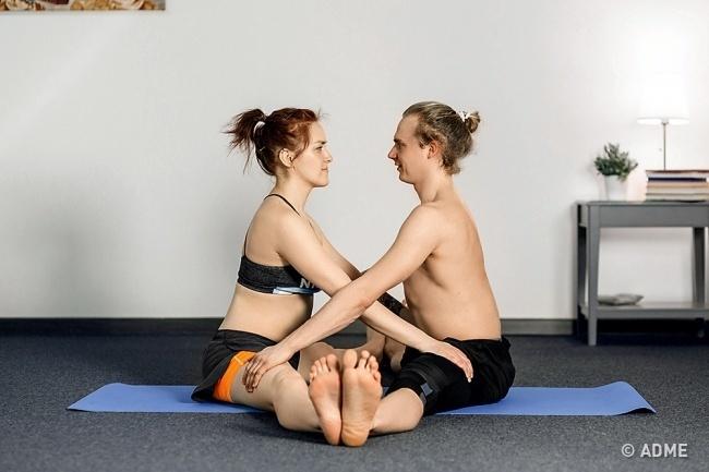 Эффект. Относится кпозам йоги, которые улучшают эластичность мышц исухожилий бедра. Укрепляет позв