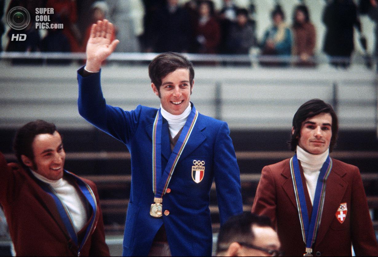 Япония. Саппоро, Хоккайдо. 11 февраля 1972 года. Итальянский лыжник Густав Тёни с золотой медалью че