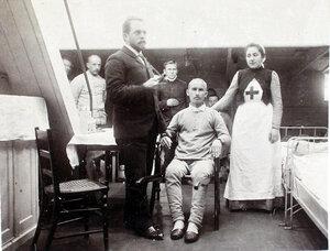 Младший врач А. А. Косминский во время обхода больных в палате № 1.