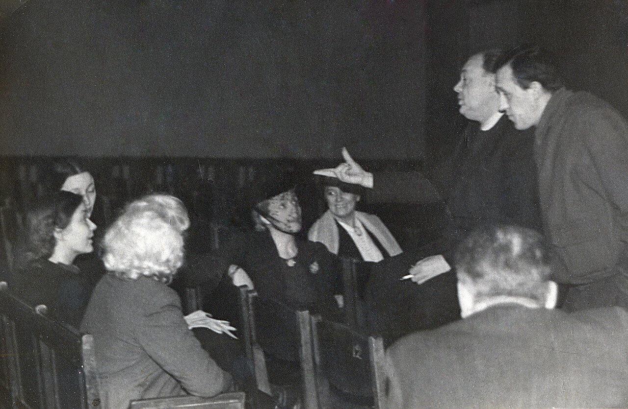 """Репетиция спектакля """"Идеальный муж"""", МХАТ, 1944 год. Режиссеры - В.Станицын, Г.Конский."""