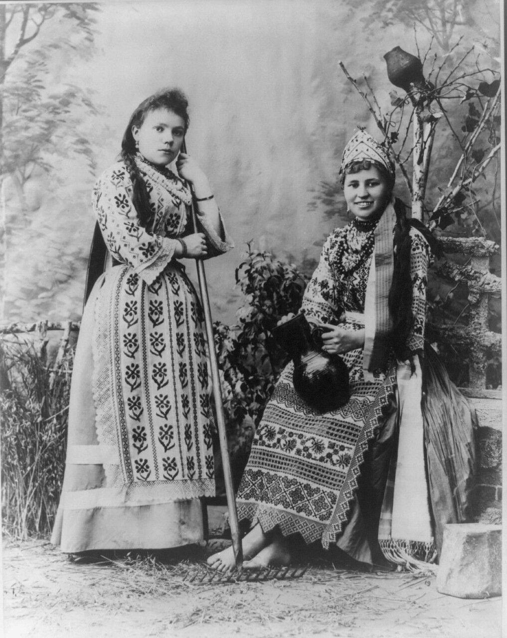 Малоросские крестьянки в праздничной одежде