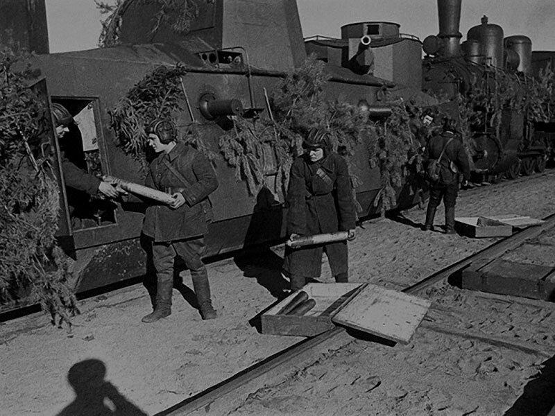 24 Погрузка снарядов на бронепоезд.1942 г..jpg