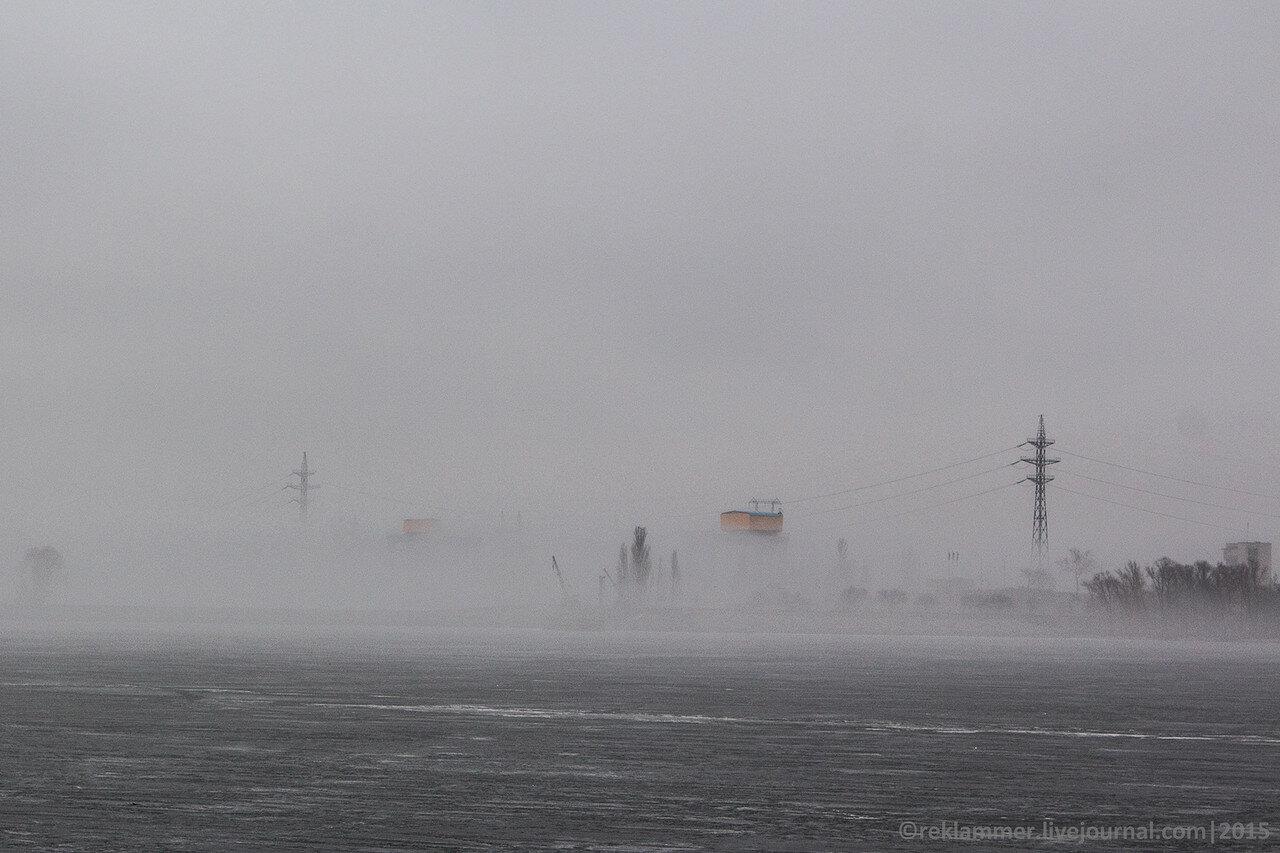 Киевская ГЭС в тумане