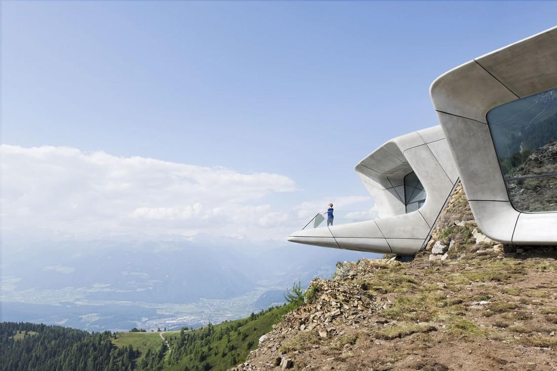 2. Музей, спроектированный архитектором Захой Хадид. «Лучше гор могут быть только горы» — наверняка