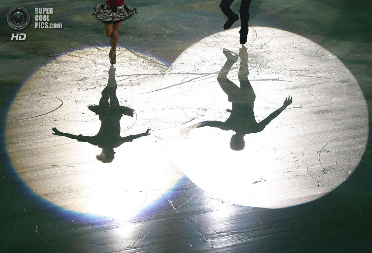Япония. Фукуока. 8 декабря. Алёна Савченко и Робин Шолковы из Германии в Финале Гран-при по фигу