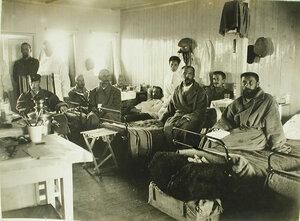 Офицеры и сестры милосердия в палате баржи-лазарета имени Ее величества государыни императрицы Марии Федоровны