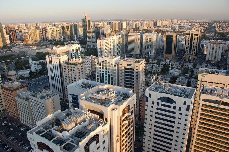 Абу-Даби - самый большой из семи эмиратов,входящих в состав ОАЭ.  Он занимает территорию в 80 тыс. кв. км...