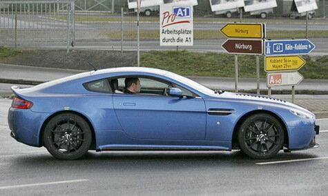 Vantage RS охотно позирует перед камерами
