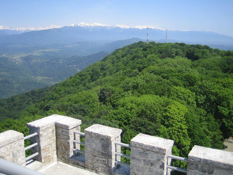 Гора Ахун достопримечательности Сочи.
