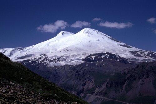 Эльбрус - вершина, манящая туристов