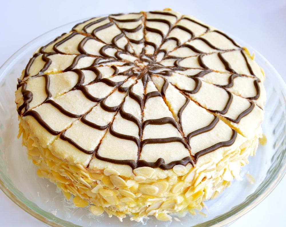 Эстерхази (Будапешт, Венгрия) Миндально-шоколадный торт, популярный в Венгрии, Австрии и Германии. Н