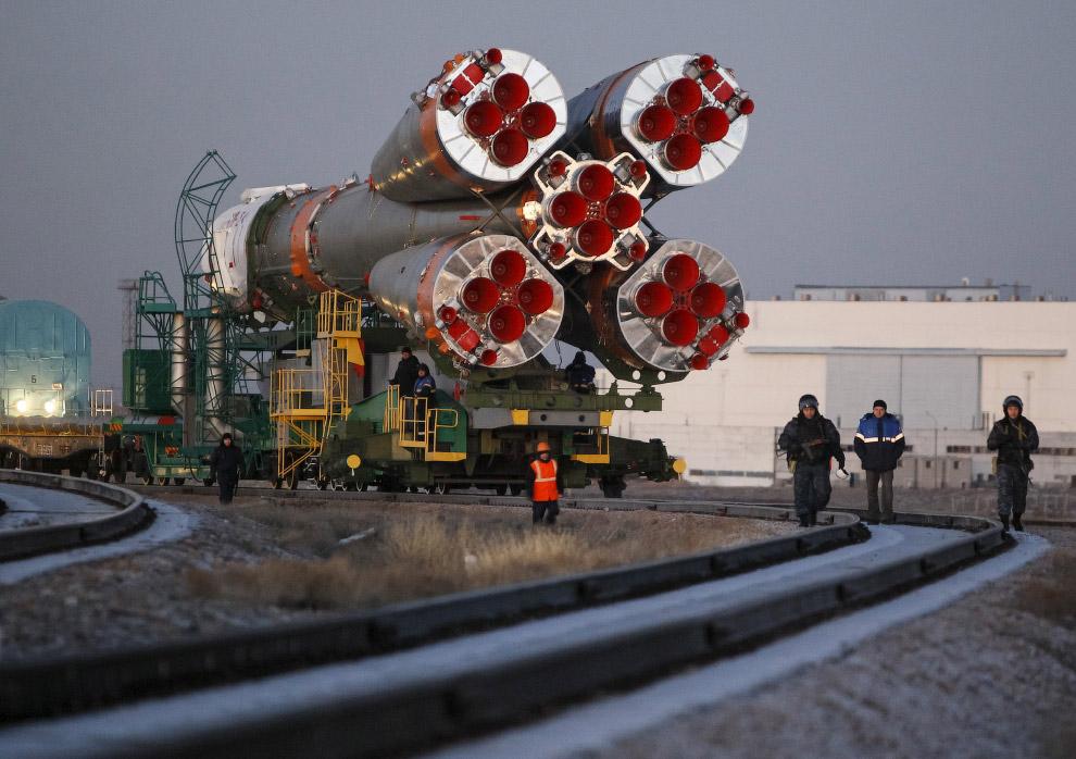 3. Скорость движения состава — 5 км/ч. Во время перевозки ракеты-носителя на стартовую площадку