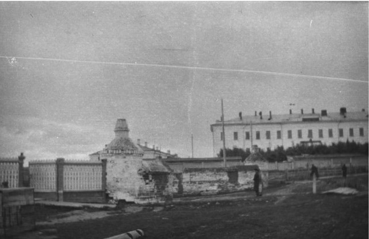 Вид города Тобольска. Дом губернатора