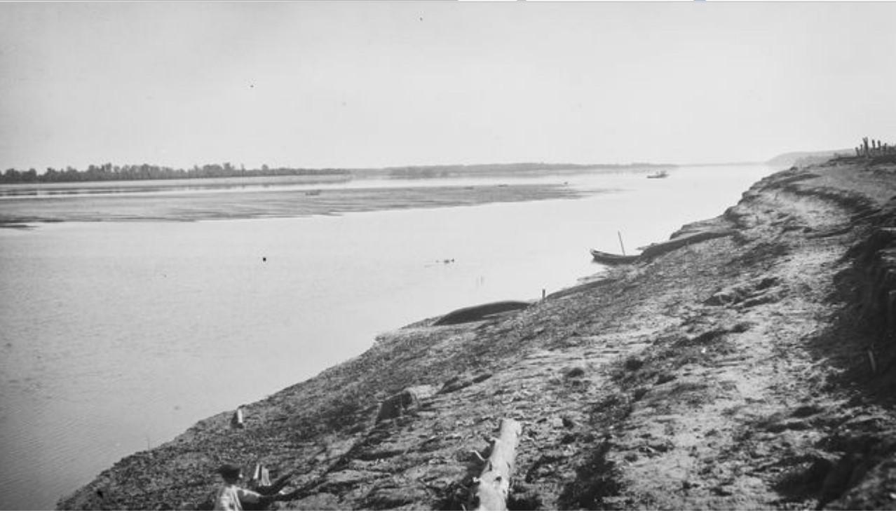 Коломина. Берег реки Обь у села
