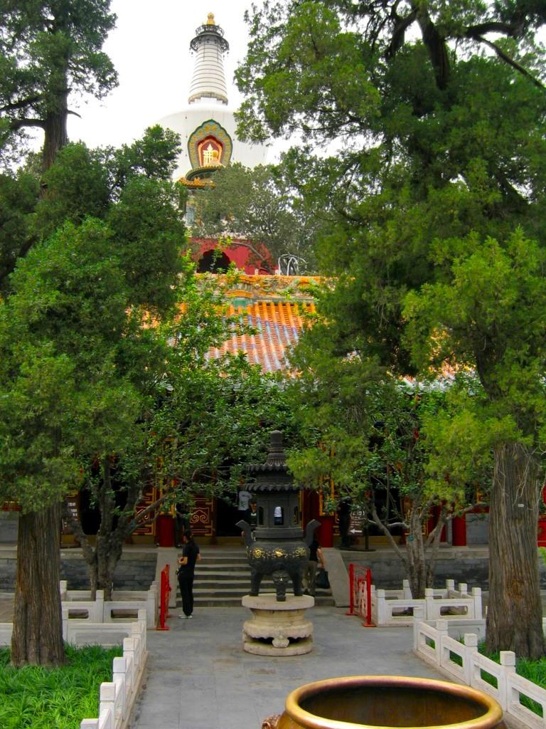 Храм Пуань и Белая дагоба, парк Бэйхай