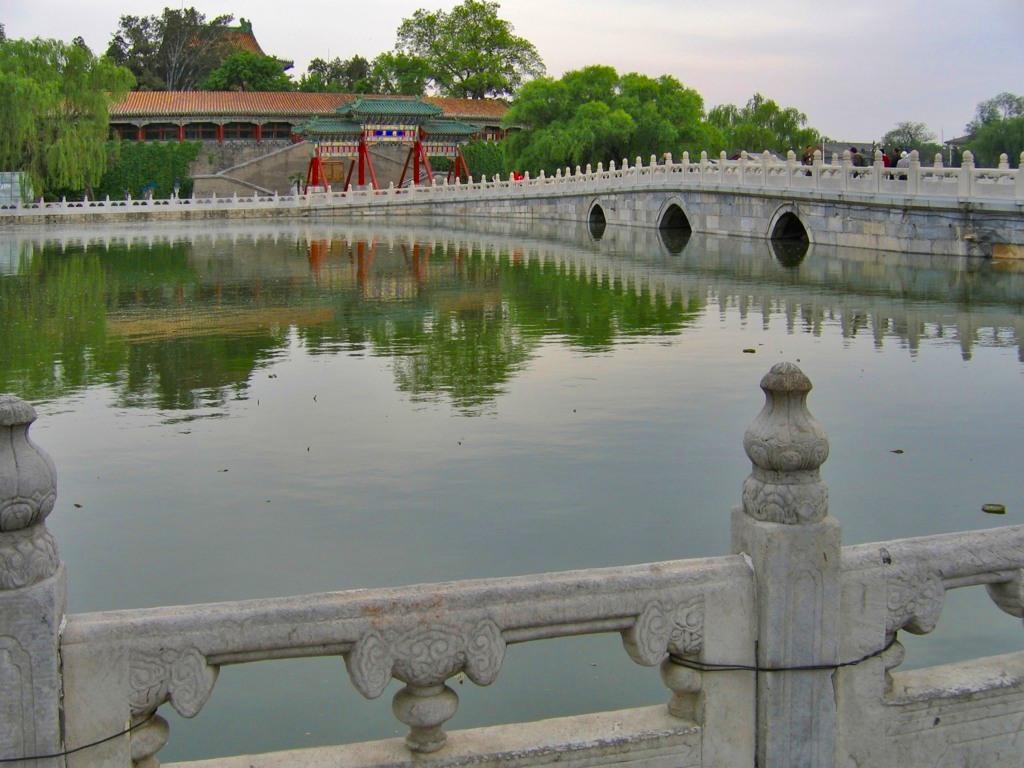 Мост Юнань и Круглый город, парк Бэйхай