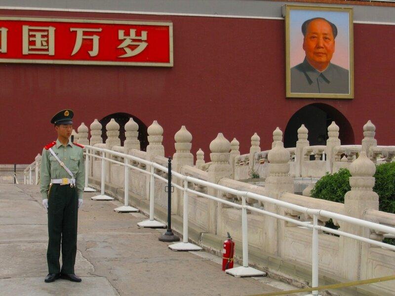 Портрет Мао Цзэдуна на воротах Тяньаньмэнь