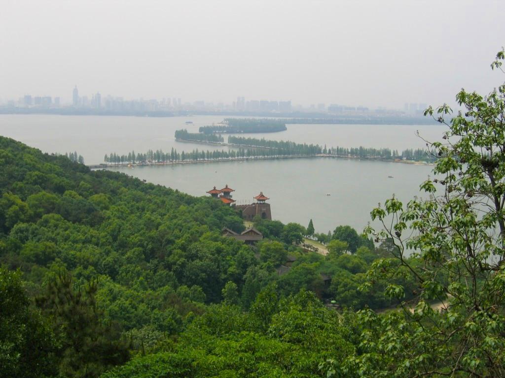 Дамба на озере Дунху, Ухань
