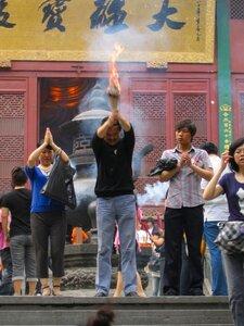 В монастыре Линъиньсы, Ханчжоу, Китай