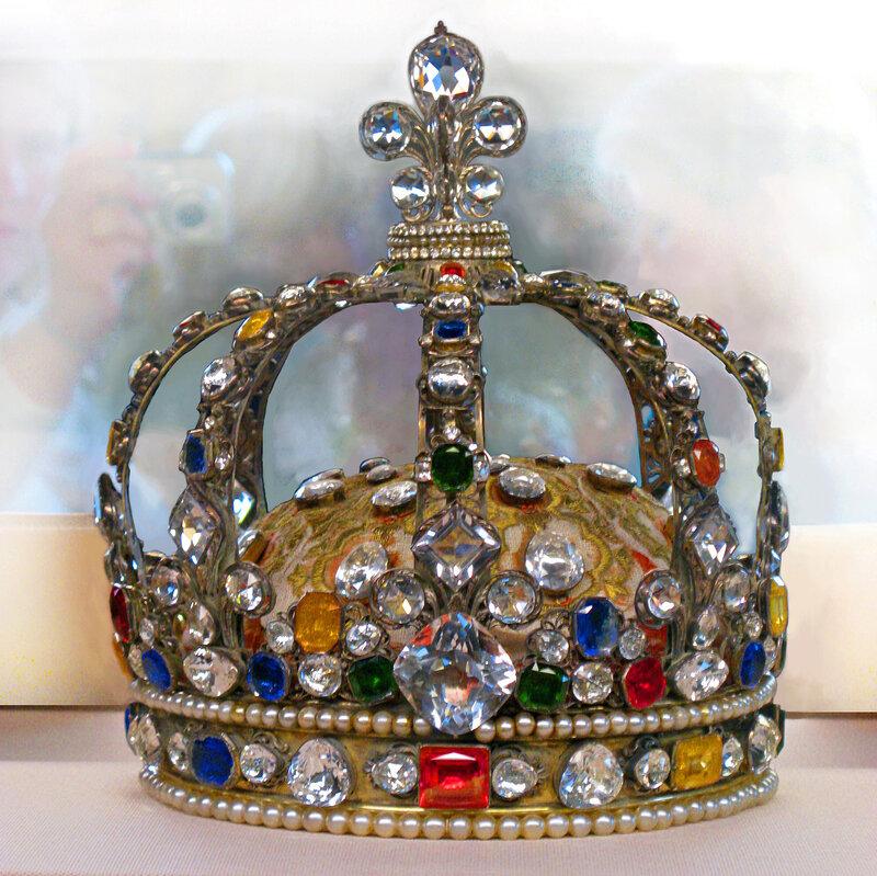 Корона французских королей в Лувре.