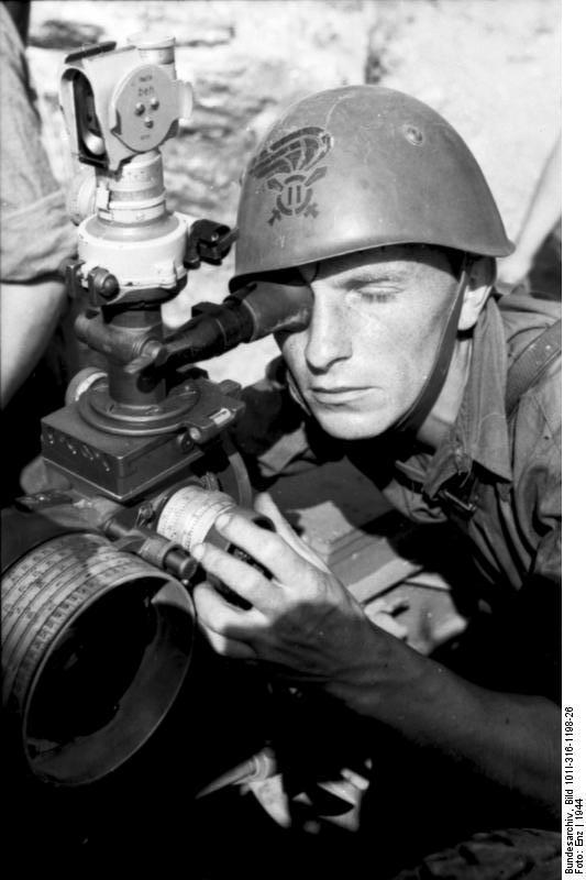 Italien, italienischer Soldat beim Zielen