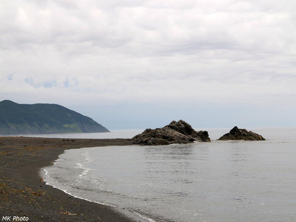 Скала на краю песчаного мыса