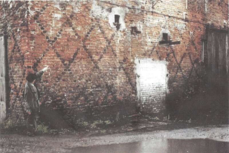 1993 Aussenmauern_Burg_Tilsit.jpg