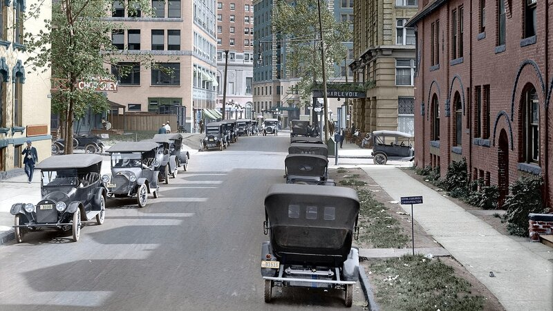 ParkBoulevardDetroit1916Colorized.jpg