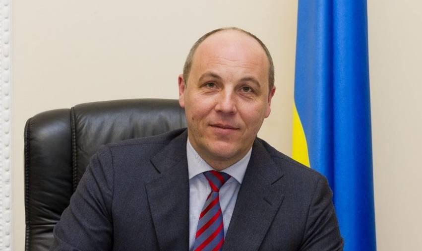 Украинские следователи должны зачитать обвинение Януковичу в ходе видеодопроса, - Парубий
