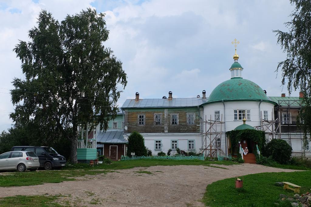 Горицкий Воскресенский монастырь в Вологодской области, монахиня за работой