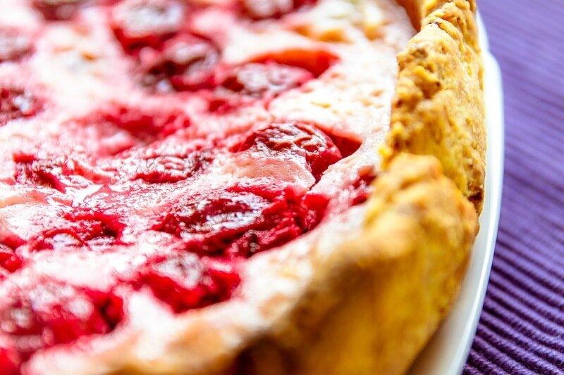 Пирог сметанник с ягодами
