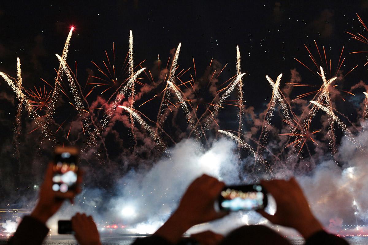 НАВСЕГДА ЮНОСТЬ: как в этом году в Петербурге проходили легендарные «Алые паруса»
