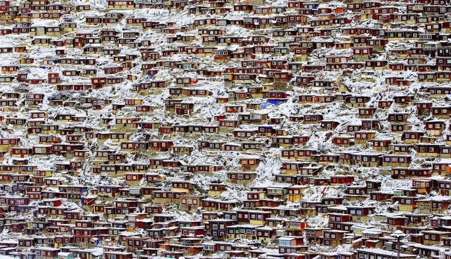 Поощрительный приз в категории «Архитектура» — жилой квартал, Тибет. Фото: Qingjun Rong.