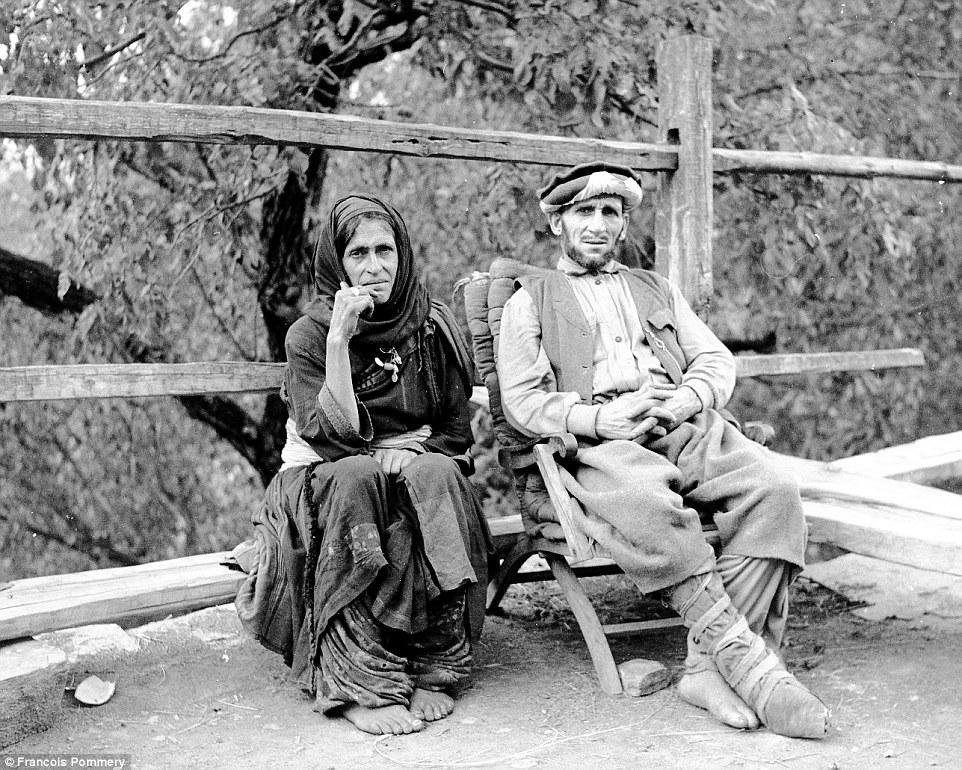 Мужчина и женщина в Вайгале. Фотограф рассказывал, что все люди, которых он встречал, с радостью сог