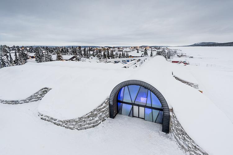 Морозные каникулы. В шведском отеле изо льда сделаны даже бокалы