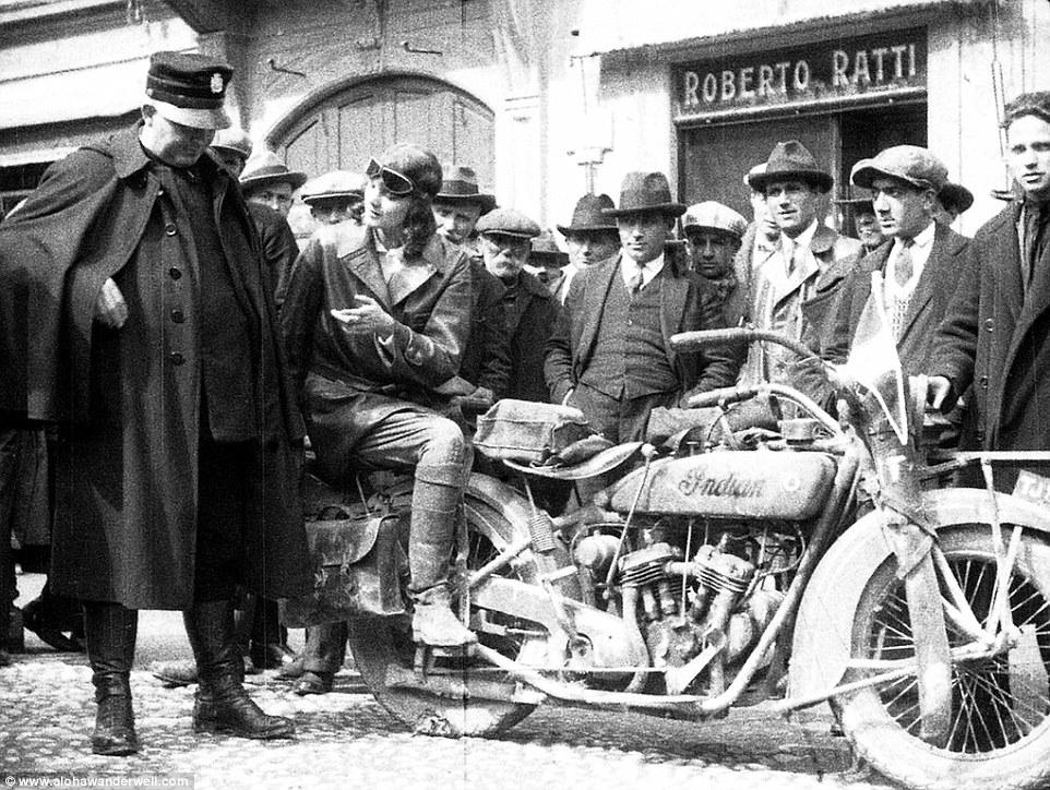 Алоха на мотоцикле Indian во время первой поездки по Европе.