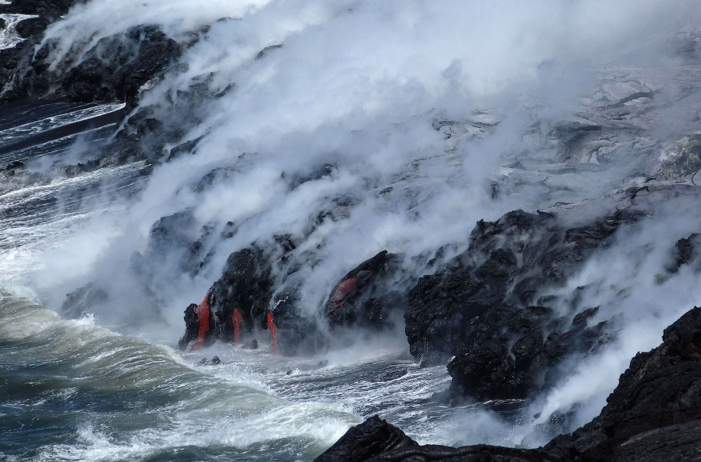 Вулкан Тунгурауа («Огненное горло»), находящийся в 135 километрах от столицы Эквадора Кито, про