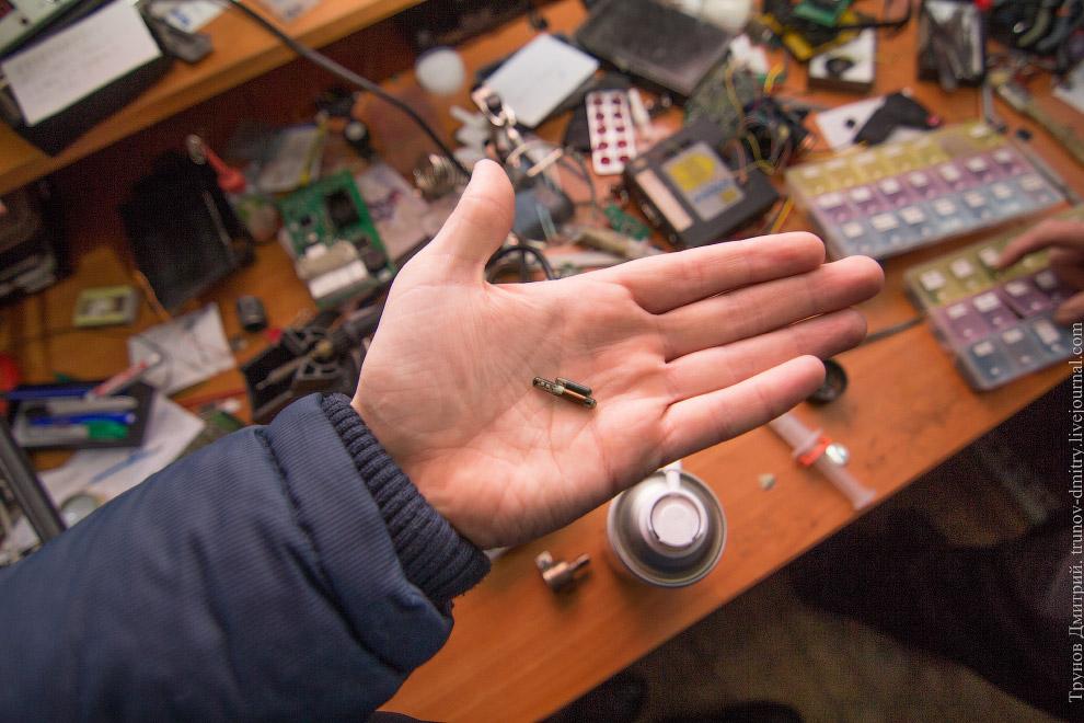 К данному компьютеру подключаем блок иммобилайзера и считываем информацию. Есть два пути — зали