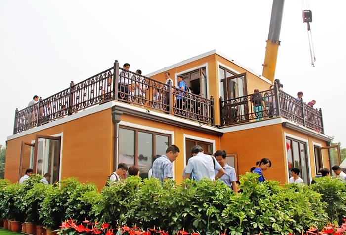 Китайская компания ZhuoDa Group построила двухэтажный дом по технологии 3D-печати всего за три часа.