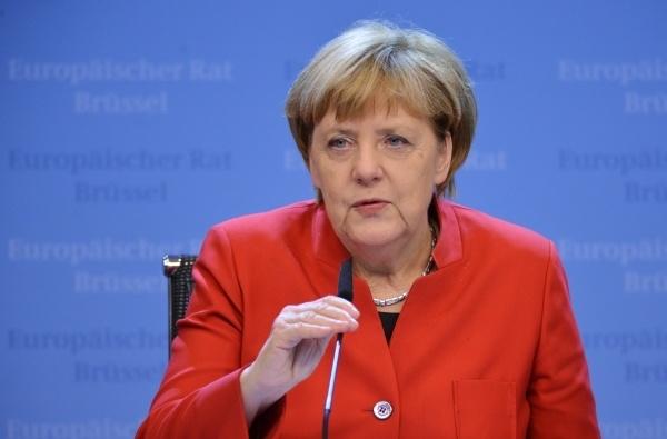 Меркель иОлланд выступают запродление санкций против Российской Федерации