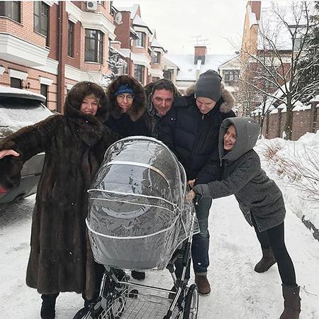 Ксения Собчак испугала фанатов своеобразной маской налице