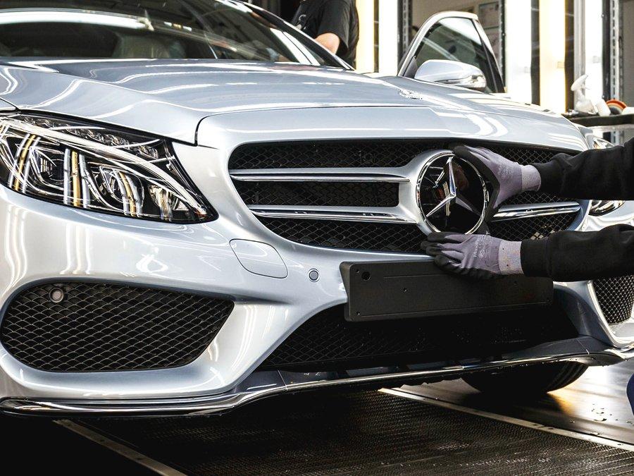 Mercedes начнет выпускать в РФ легковушки и джипы