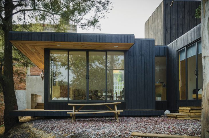 The Black Cabin by Revolution Architects