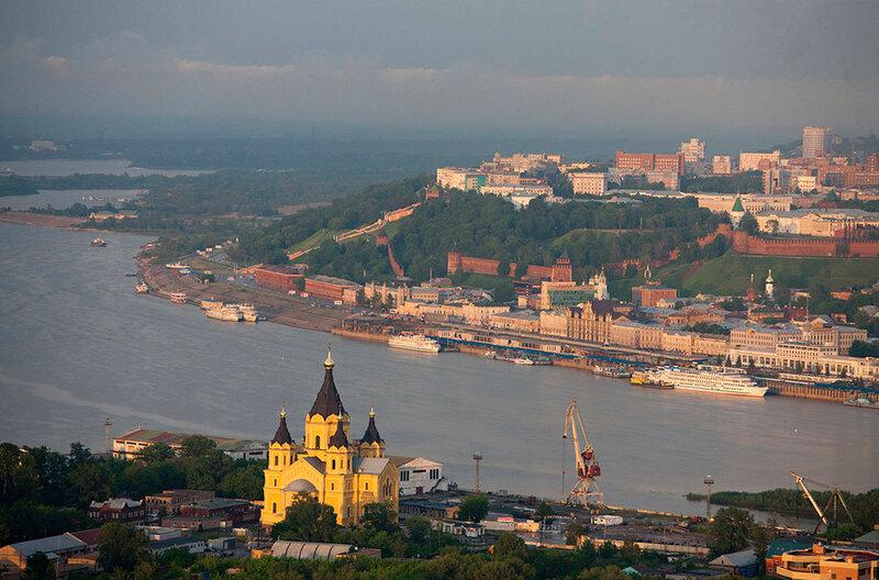 Собор Святого Александра Невского. Нижний Новгород у слияния рек Оки и Волги