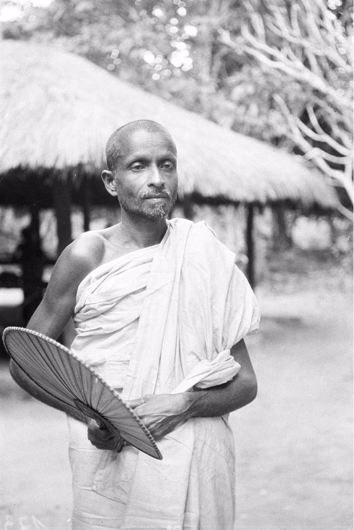 175. Священник буддистского храма «Дагоба» из Муллегамы