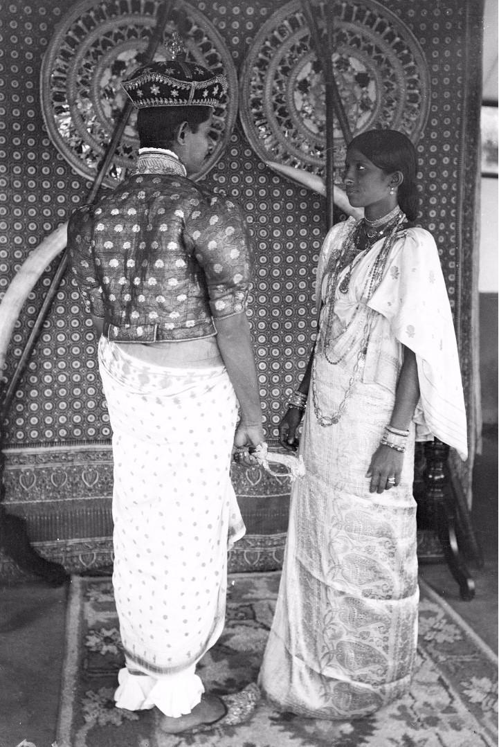 183. Ратеммахаимайя (Окружной начальник) и его жена в своих официальных костюмах в Бибиле